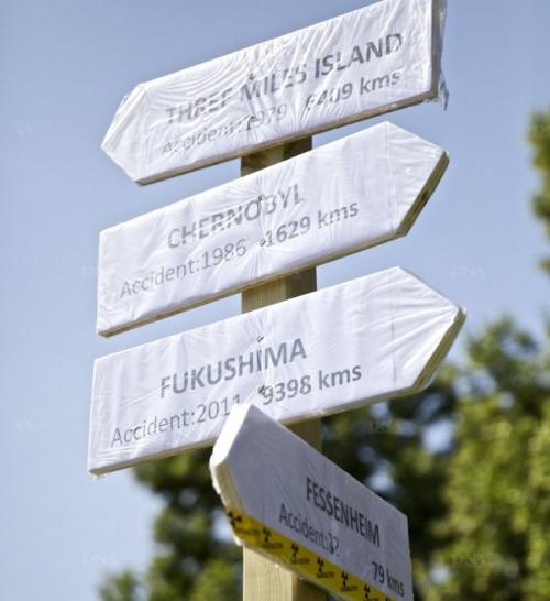 le-panneau-indicateur-de-stop-transports-halte-au-nucleaire-pose-ce-matin-place-de-la-bourse-a-strasbourg-photo-dna-amelie-wilhelm.jpg