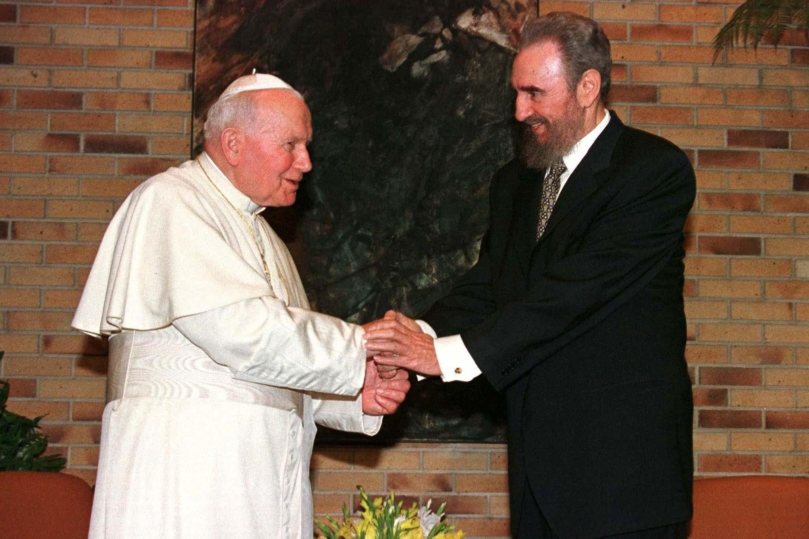 7785986904_le-pape-jean-paul-ii-et-fidel-castro-en-janvier-1998.jpg