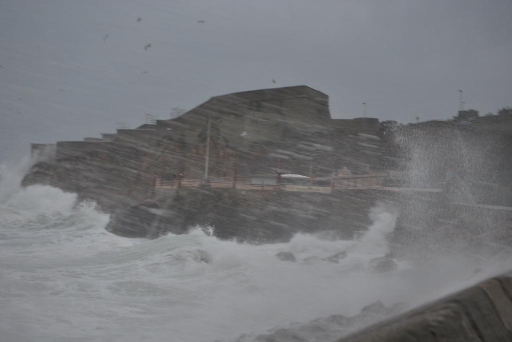 Tempête d'équinoxe Sète 2012.jpg