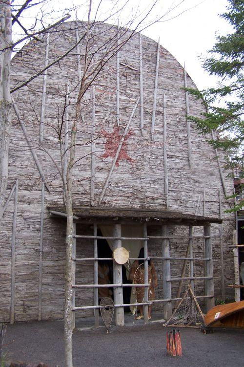 La maison des Hurons pour plusieurs familles