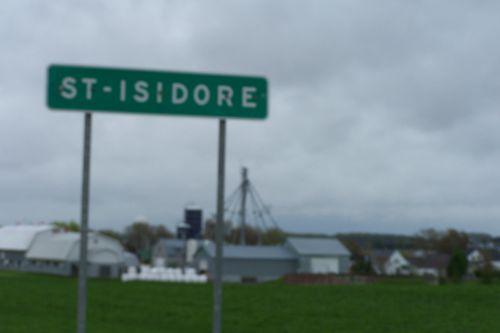 a) Arrivée à Saint-Isidore