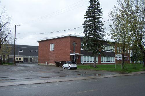 e) L ' école Barabé Drouin de Saint Isidore