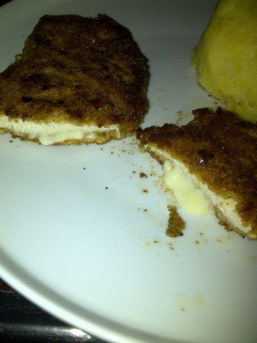 Poulet façon cordon bleu  et écrasé de pomme de terre coeur fromage coulant