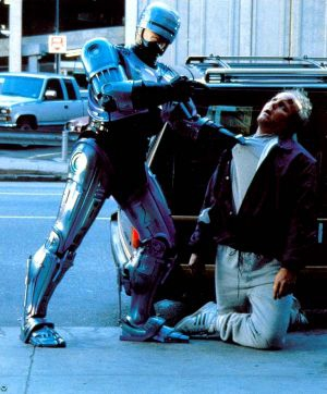 robocop-interrogates-a-corpse-this-is-not-funny.jpg