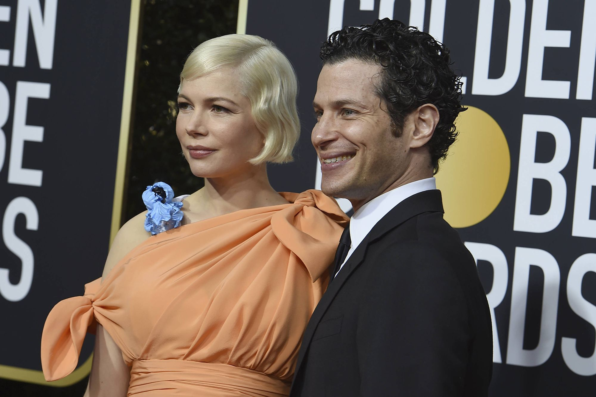 Michelle-Williams-enceinte-premier-tapis-rouge-avec-son-fiance-Thomas-Kail.jpg