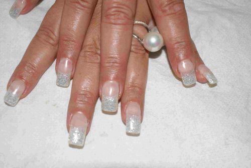 Pose ongle gel avec french pailleté  et strass