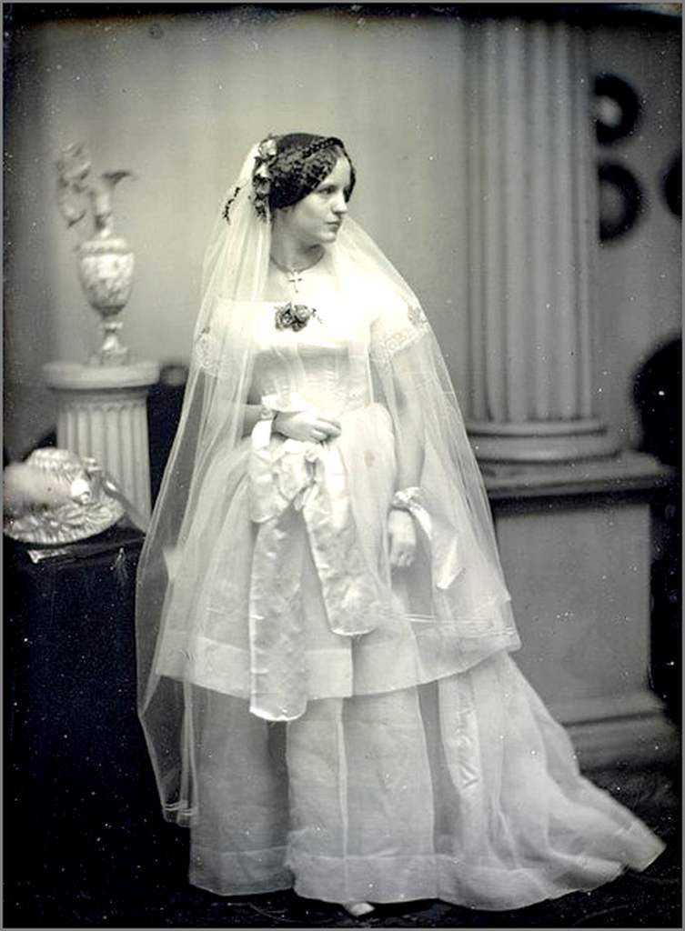 mariées vintages.jpg