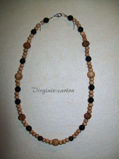 Collier fil cablé perles de bois exotique