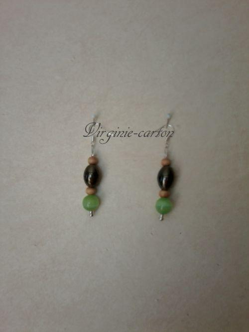 Boucle d'O. perle olive semi-précieuse noire et