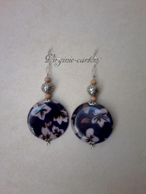 Boucles d'O. grosse nacre violette 4cm, perle de métal et perle de bois naturel