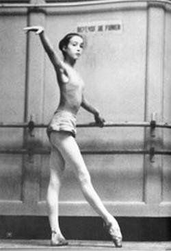 Sylvie Guillem enfant à la barre