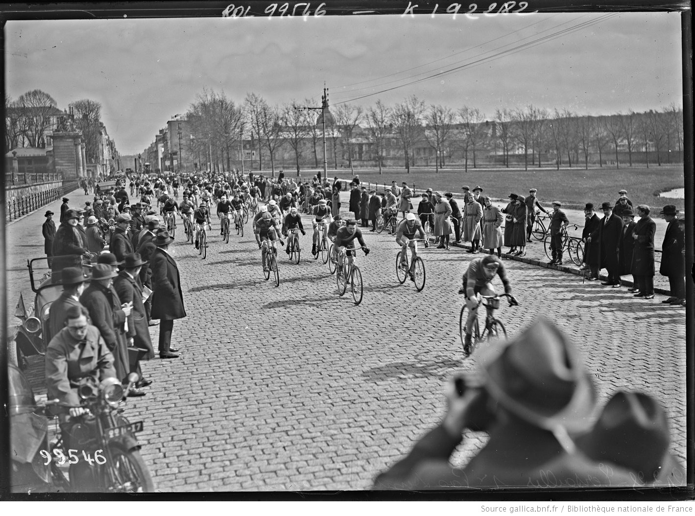 29-3-25_Versailles_1er_pas_Dunlop_[...]Agence_Rol_btv1b53144295t_1.jpeg