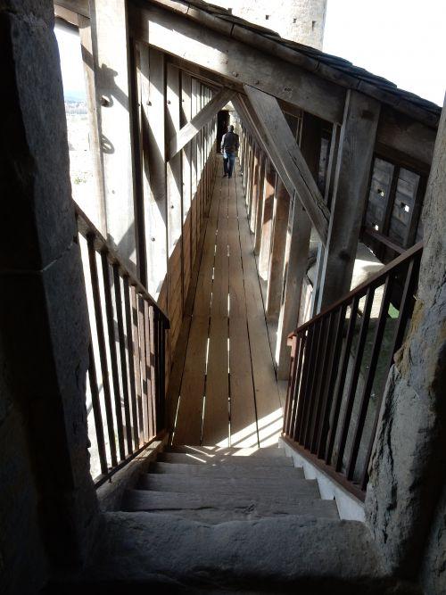 Escalier venant des remparts de la cité de Carcassonne