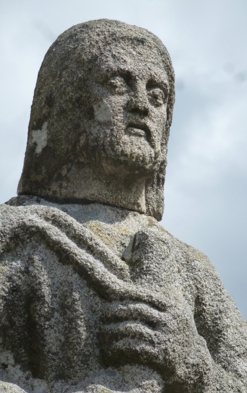 Mai 2012  St Yviec Cahos toul goudic 288pm.jpg