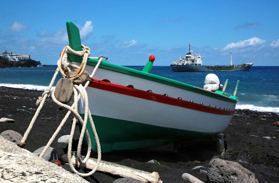 stromboli plage embarcadère_modifié-6.jpg