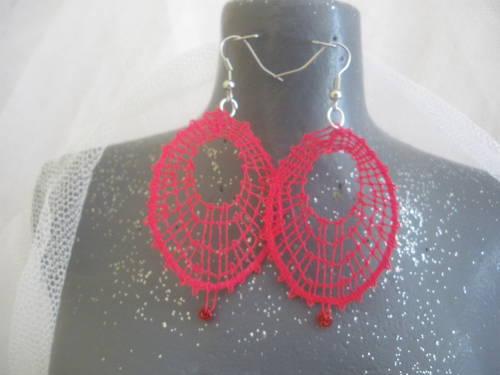 rouge avec perles.JPG