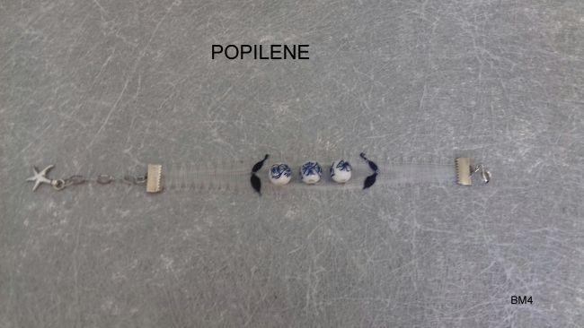 bracelet réalisé avec du fil de soie et ses perles en céramique