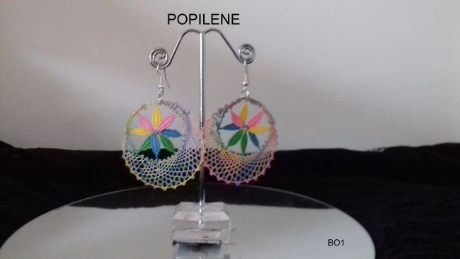 Anneaux boucles d'oreilles en fil de coton multicolore et points d'esprit