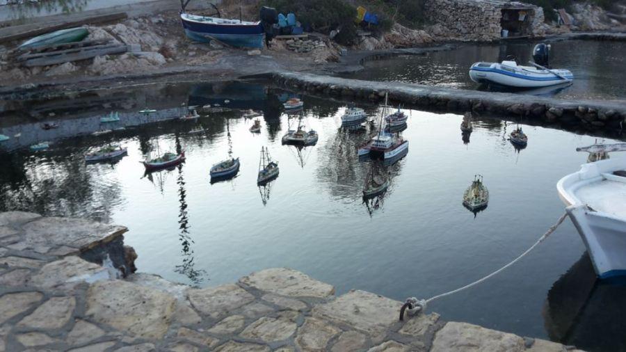 des maquettes dans le port de Lipsi