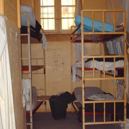 10 - draps-et-couvertures-laisses-en-l-etat-depuis-plusieurs-annees.jpg