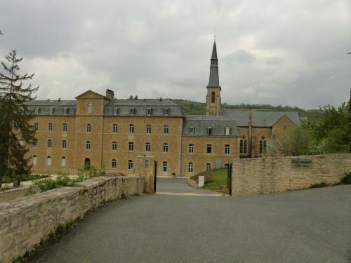La-Couvent-De-Malet-a-Saint-Come-d-Olt.jpg