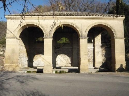 Vers-Pont-du-Gard3.JPG