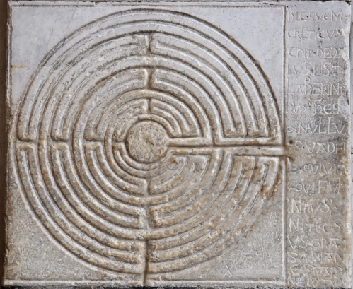 5 - Labyrinthe de la cathedrale de Lucca Toscane.jpg