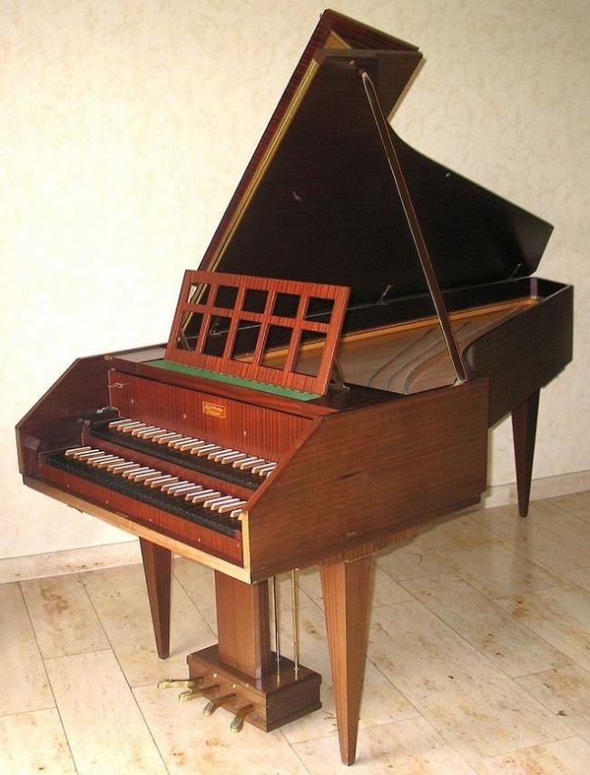 22 - 3 Clavecin moderne ou grand clavecin.JPG