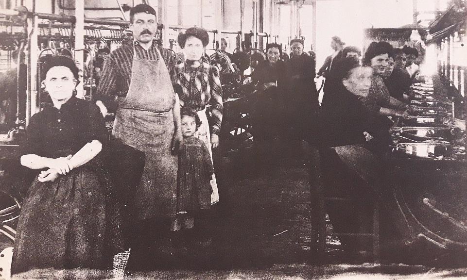 19 _ Filature la prolétarienne à l'ESTRECHURE (Gard) en 1912.jpg