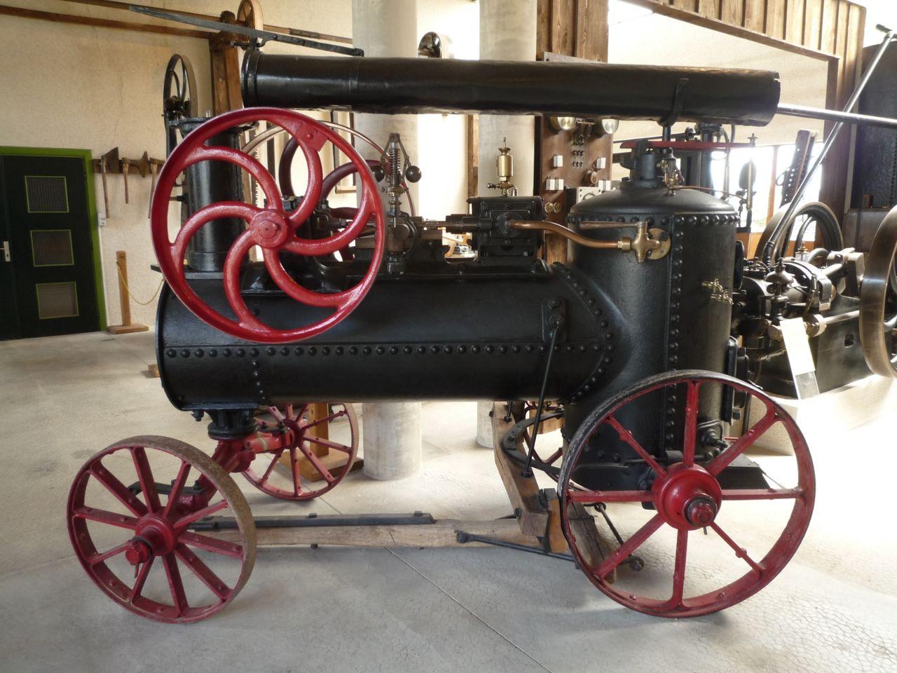 Machine_à_vapeur_Millot_(vers_1880).JPG