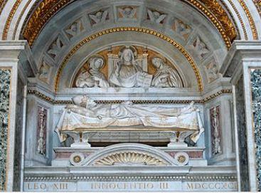 Tombeau d'INNOCENT III Dans la basilique de Latran.JPG