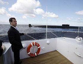 70_SLNE_Medvedev_near_Yury_Dolgorukiy_submarine.jpg
