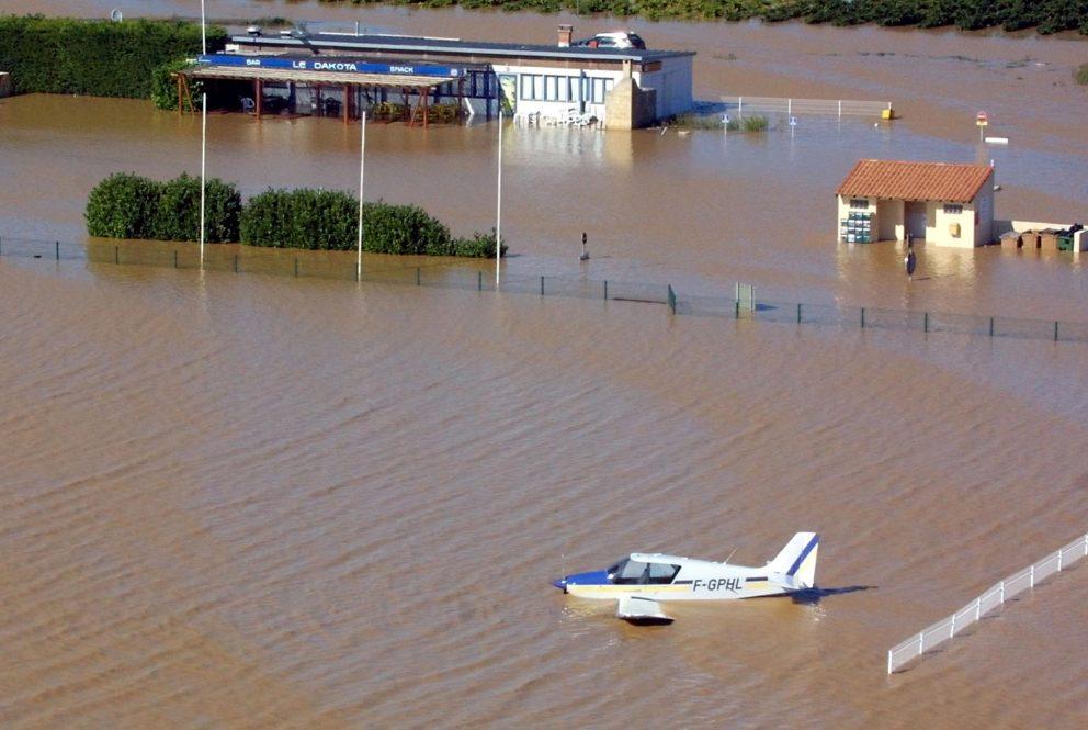 31 _ Terrain d'aviation Pujaut 2002.jpg