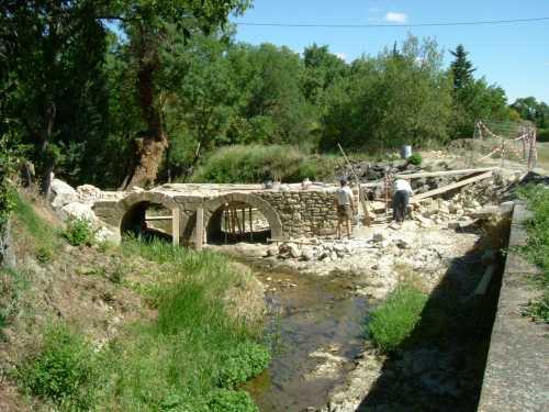 37 _ reparation du petit pont de la route de Four.jpg