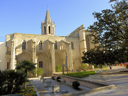 Temple-Saint-Martial_Avignon.jpg