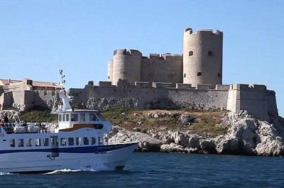 3 _ Frioul-express arrivant au chateau d'if.JPG