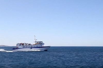 7 _ Frioul-express ce jeudi 20-09 sur une mer d'huile et un ciel bleu.JPG