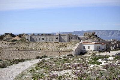 18 _ fort-sere-de-rivieres-de-bregantin-frioul-marseille-4-700x466.jpg