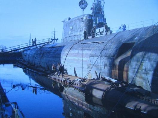 Transport d'un sous marin sur un cargo 2.jpg