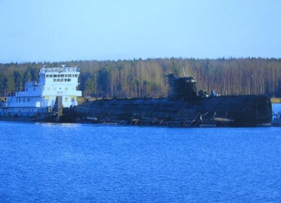 Transport d'un sous marin sur un cargo.jpg