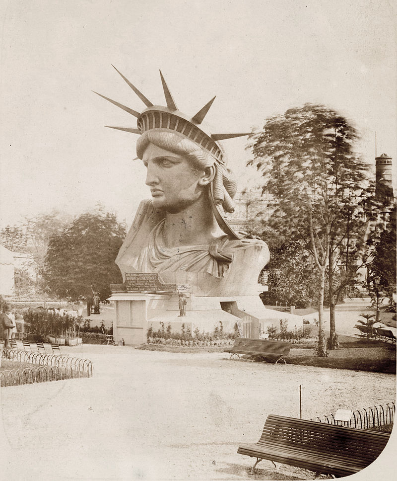 Head_of_the_Statue_of_Liberty_on_display_in_a_park_in_Paris.jpg