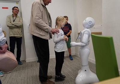 56 - 1 - Robot d'accueil.jpg