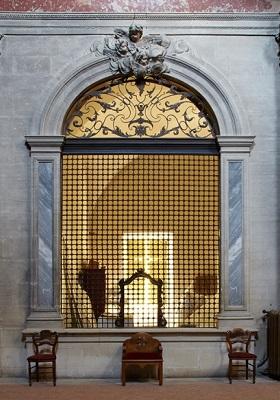 95 - Grille des soeurs Augustines de la Chapelle de l'Inguimbertine.jpg