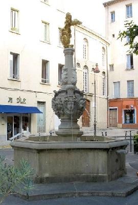3 - Façade de la Synagogue de Carpentras.jpg