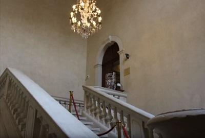 7 - 1 - Escalier entrée.jpg