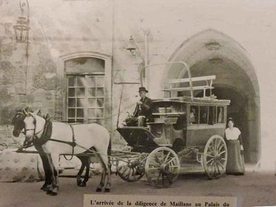 02 - arrivee-patache-au-roure-en-1925.jpg