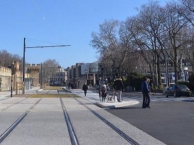 10 - Rame de Tram devant la gare centre 2.JPG