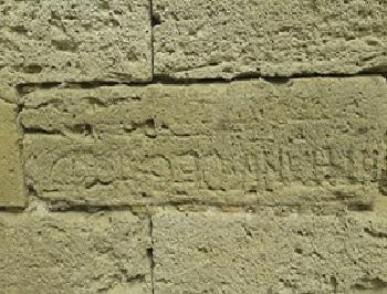 11 - 23 - Inscription sur Calacaire Coquillier 1.jpg