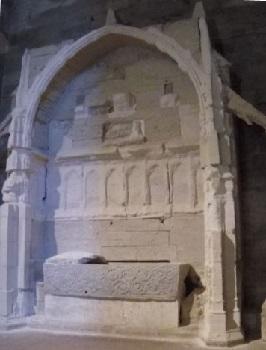 32 - 17 - tombeau de Maguelonne.jpg