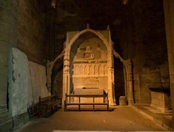 32 - 19 - Chapelle du St Sépulcre avec Tombeau de la belle Maguelonne.jpg